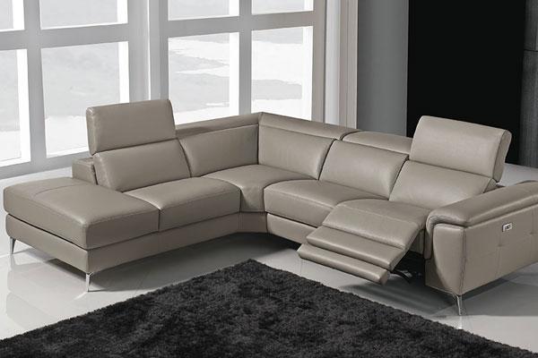 Il divano in stile moderno modello Genisia del centro arredamenti in campania Casadesign Arredamenti