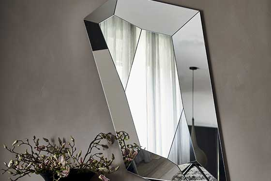 Specchi e decorazioni per la casa in esposizione-1