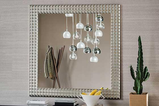 Specchi e decorazioni per la casa in esposizione-2