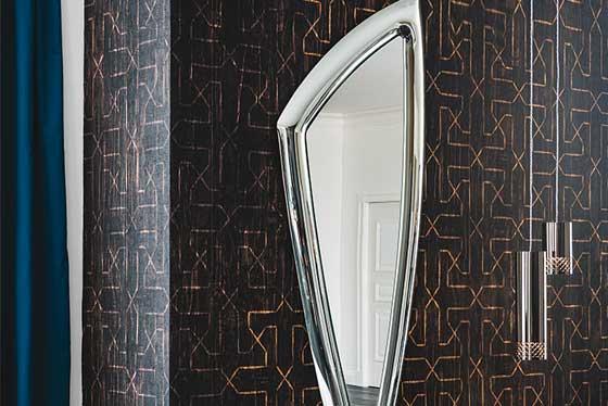 Specchi e decorazioni per la casa in esposizione